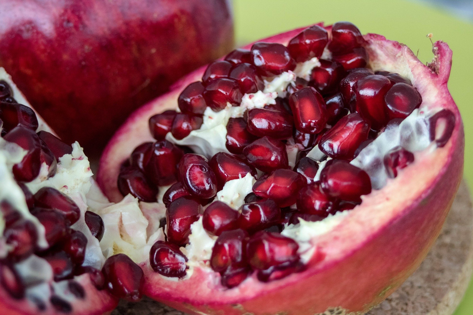 4 ways pomegranate fights cancer